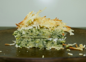 Polenta cake with leek, spinach and cheese