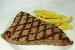 Filete a la parrilla con patatas