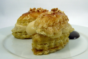 Puff pastry cakes with hazelnut