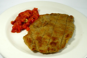 Grilled veal escalope with red peppers stew