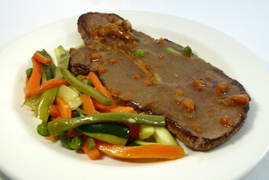 Larded veal steak with mixed vegetables