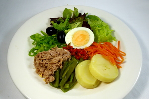Sarriena salad (Albacore, green beans, baked potato and eggs)