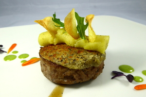 Roasted labelburger with different textures of potato