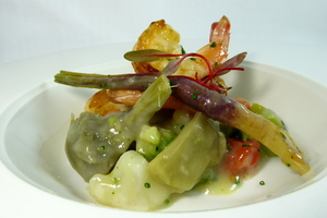 Artichokes and prawns warm salad with a mixture of vegetables