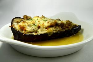 Aubergine gratin stuffed with vegetables