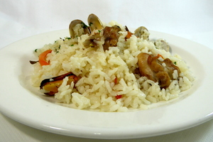 Rice, rabbit, clams and mussels stew