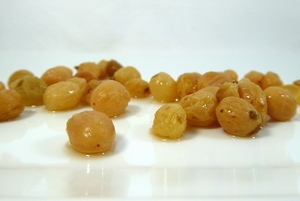 Gold dried grapes with Tequila