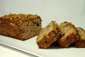 Walnut, dates and honey spongecake
