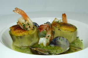 Gratin of artichokes filled by mushrooms and prawns