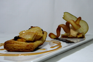 Hot pear puff-pastry with caramel ice cream