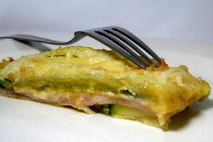 Courgettes filled with ham and cheese