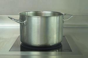 Medium-sized stockpot