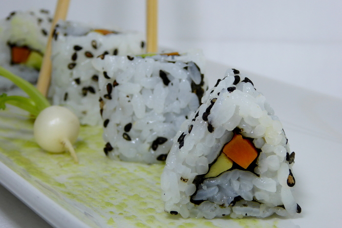 W700 sushi uramaki o california roll