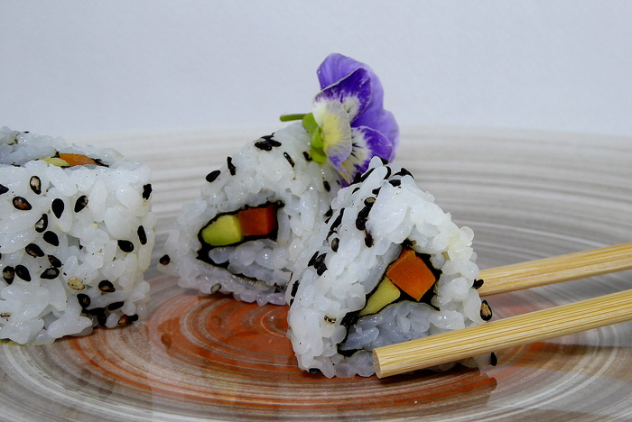 W700 sushi uramaki o california roll1