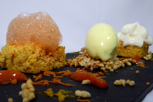 Carrot cake, helado de coco – curry y arroz inflado