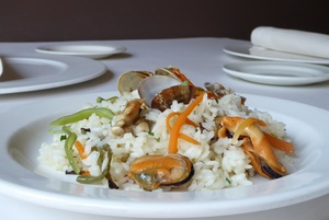 Rice with chicken, mussels and clams