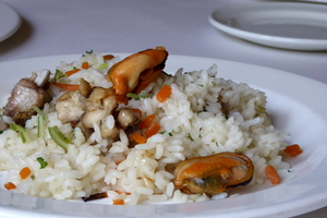 Rice with chicken and mussels