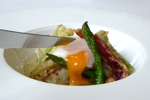 Borage with low-temperature poached eggs and Iberian ham