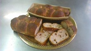 Walnut and raisin bread