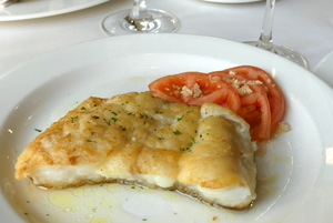 Grilled haddock with tomato salad with garlic