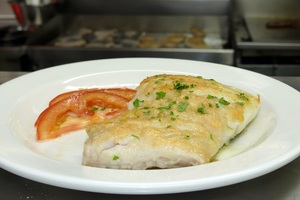 Gridled hake with tomato and garlic salad