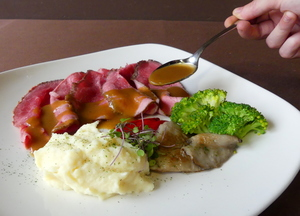 Roast beef with mashed potatoes and vegetables