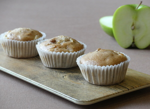 Wholegrain muffins with apple, walnuts and soy