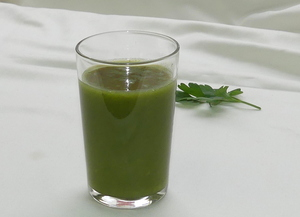 Apple and lettuce smoothie