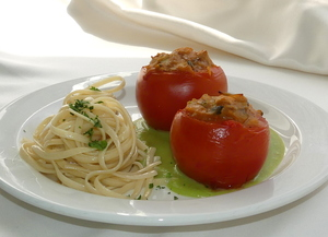 Textured soya and pisto stuffed tomatoes with creamed peas and pasta