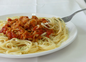 Tagliatelle with soya bolognese