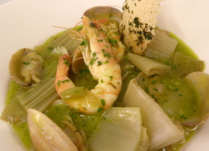Natural thistles with clams in green sauce